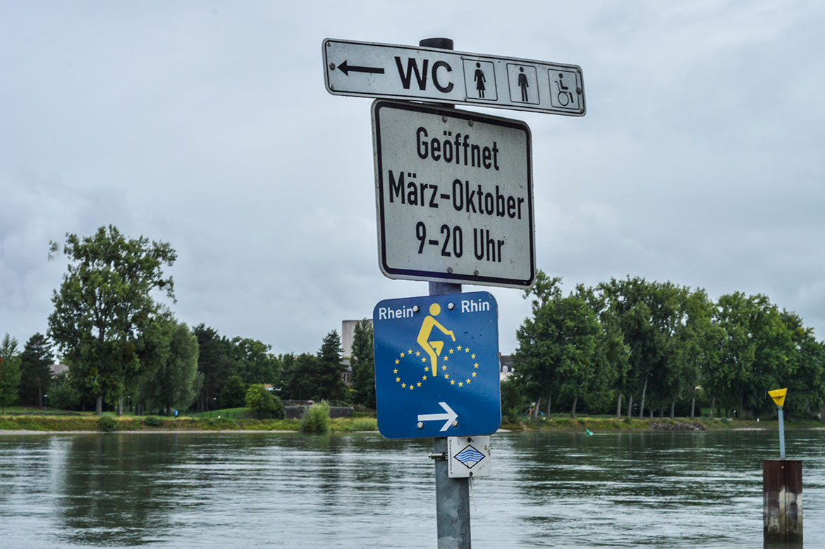 River Rhein cycle path