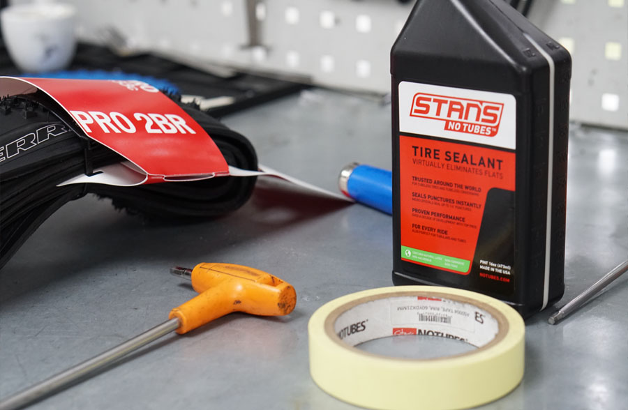 Equipment needed to fit tubeless tyres; Specialized 2Bliss tyre, Stan's NoTubes tyre sealant and rim tape