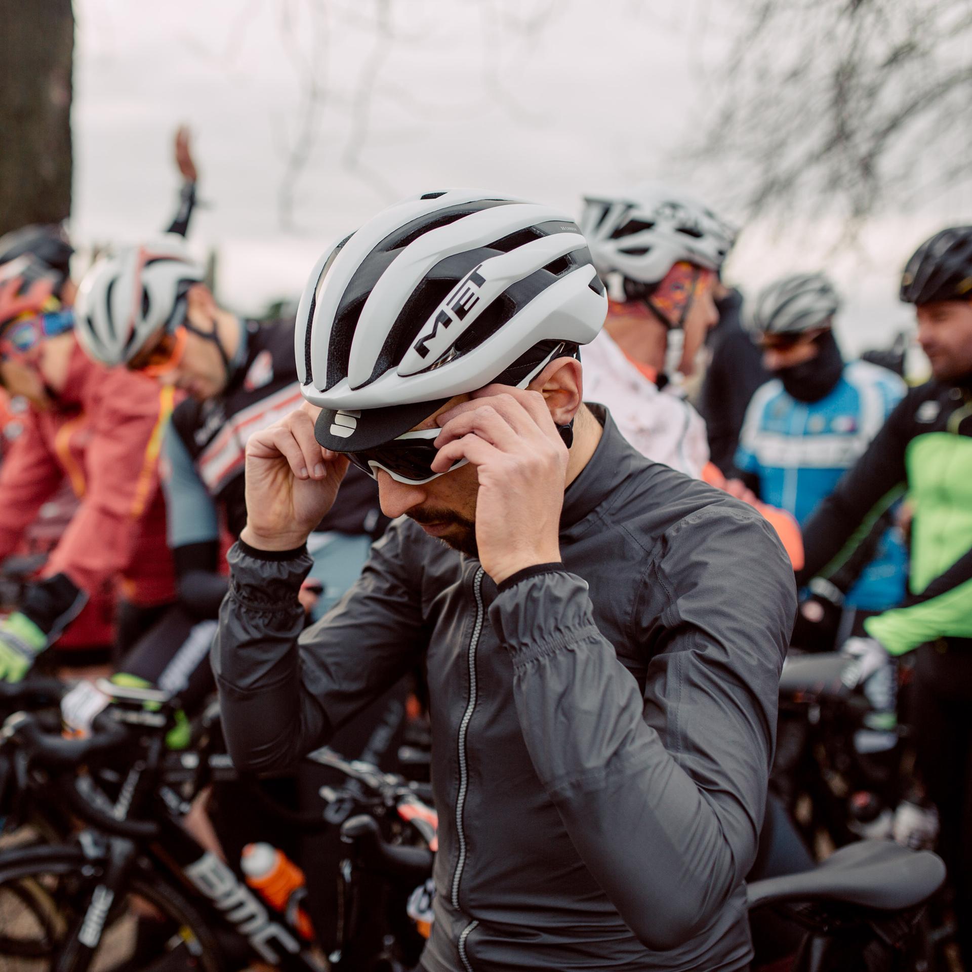 Sportful Stelvio Jacket with MET Trenta 3K Carbon Helmet