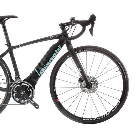 ... Bianchi Impulso E-Road Ultegra Disc Road Bike 2019 ... b696cadc6