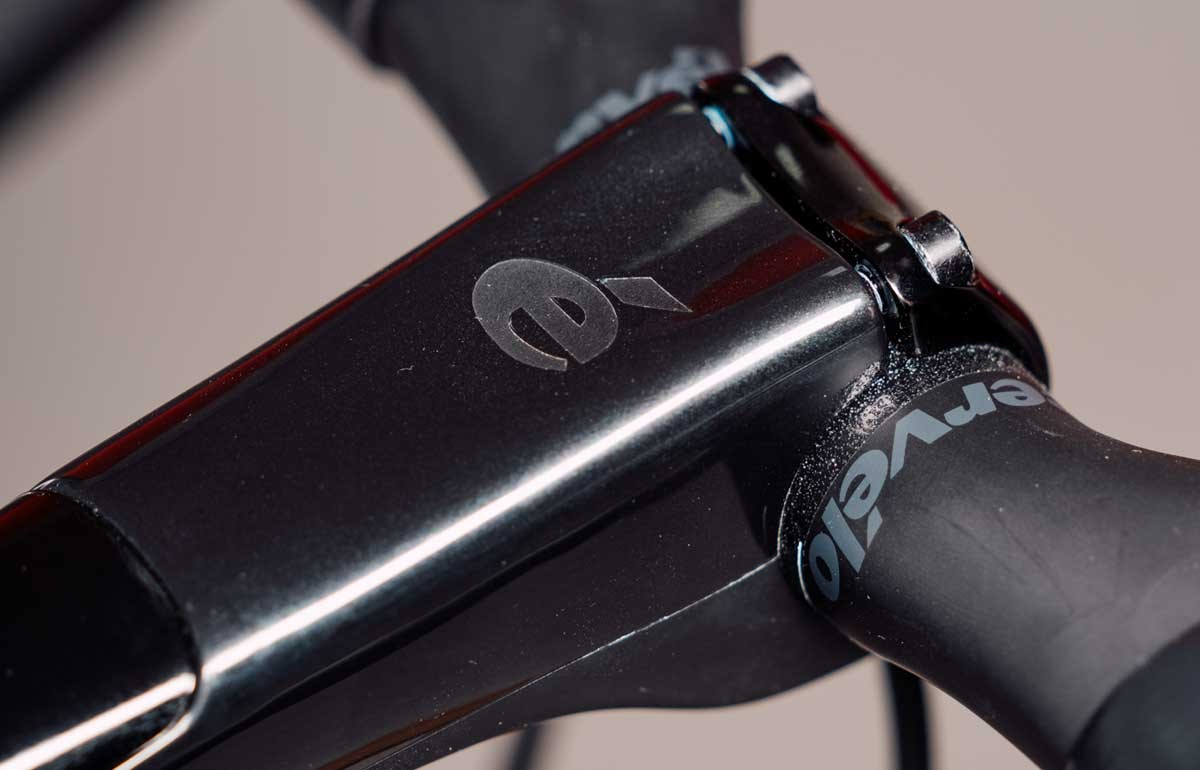 CARBON HANDLEBAR AND STEM